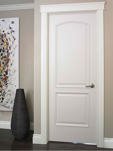 Бяла интериорна врата в дома